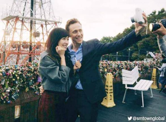 Tiffany SNSD dan Tom Hiddleston Berbagi Selca Bersama di Seoul